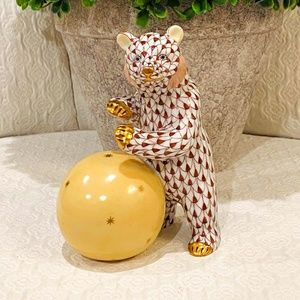 RETIRED & VINTAGE Fishnet Bear with Ball